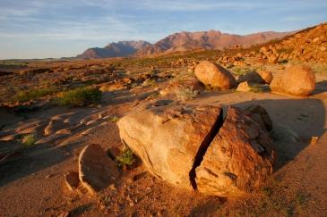 https://blueskytravelling.files.wordpress.com/2015/07/damaraland_brandberg-boulders-at-sunrise1.jpg