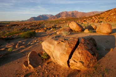 https://blueskytravelling.files.wordpress.com/2015/07/damaraland_brandberg-boulders-at-sunrise1.jpg