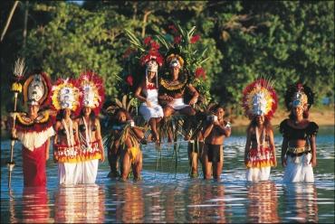 Traditionelle Hochzeit im Tiki Theatre Dorf Moorea