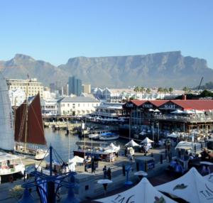 Kapstadt Waterfront mit Tafelberg Südafrika ZA Quadrat