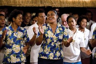Fidschianische Abendunterhaltung der Crew Captain Cook Cuises Fidschi