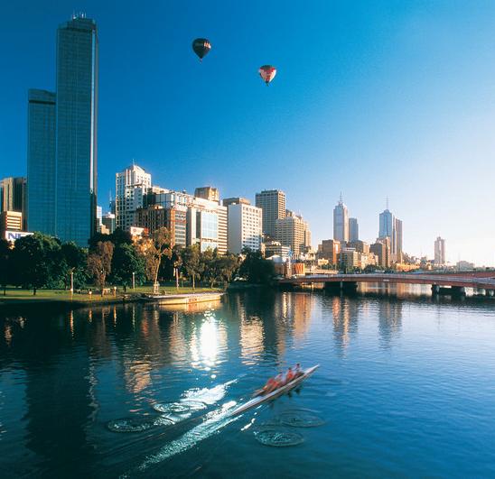 Blick auf Skyline und Yarra River Melbourne Victoria Vic Australien Quadrat
