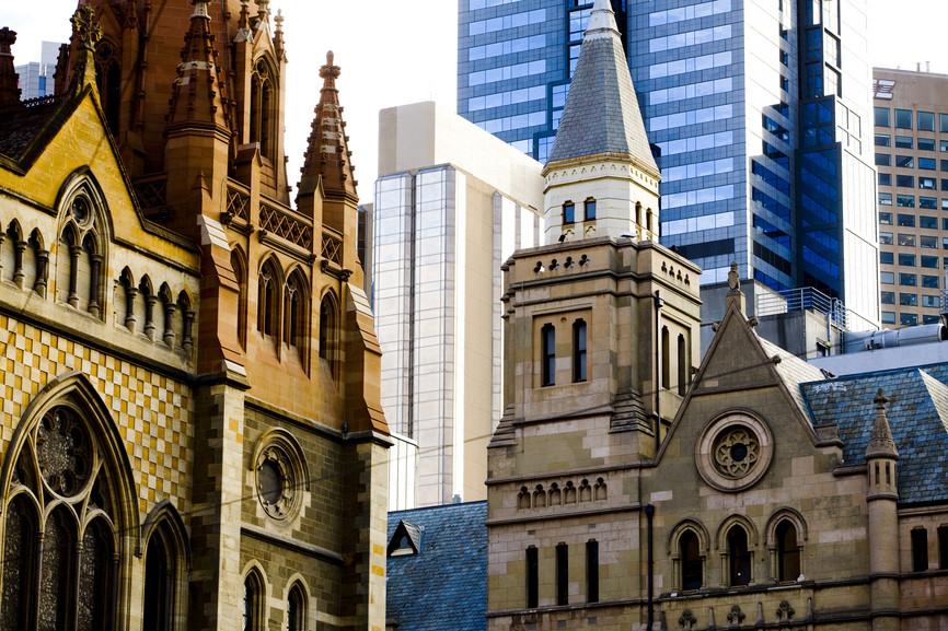 Historische Gebäude und Wolkenkratzer-Mix in Melbourne Victoria Australien