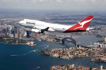 Qantas Boing 747 über Sydney