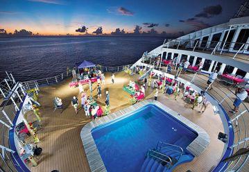 Abendveranstaltung auf dem Pooldeck Aranui 5 Marquesas Inseln Französisch Polynesien Tahiti